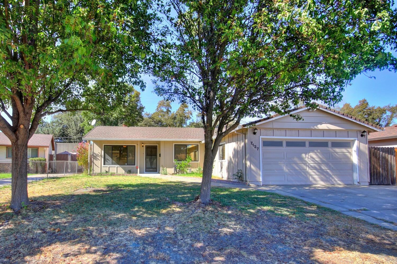 Photo of 7127 Oakberry Way, Citrus Heights, CA 95621 (MLS # 20062600)