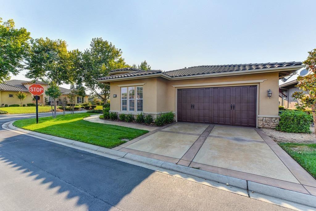 Photo of 8702 Pasatiempo Circle, Roseville, CA 95747 (MLS # 221116617)