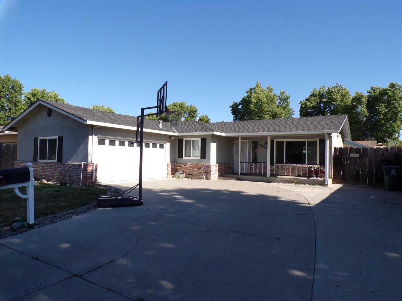 Photo of 2516 Kilkenny Drive, Modesto, CA 95355 (MLS # 221069622)