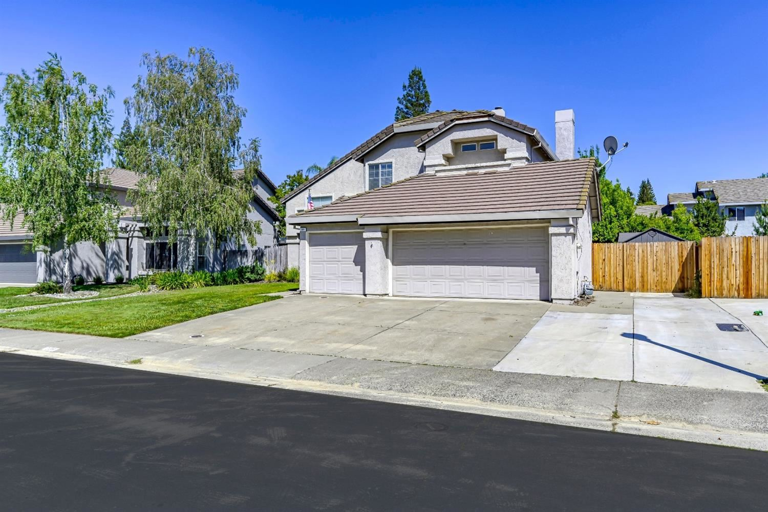 Photo of 139 Thorndike Way, Folsom, CA 95630 (MLS # 221048624)