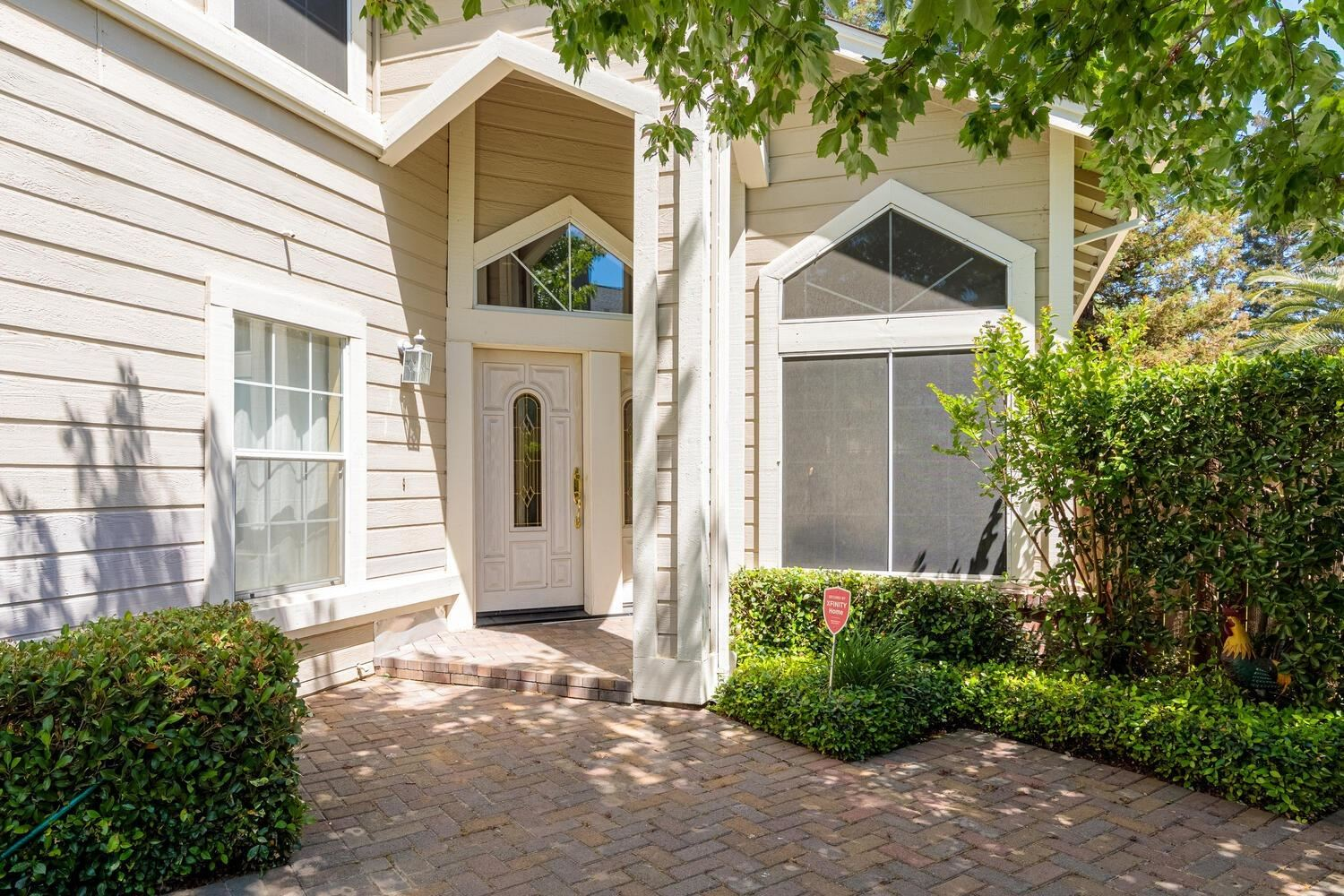 Photo of 8812 Dryden Court, Sacramento, CA 95828 (MLS # 221049625)