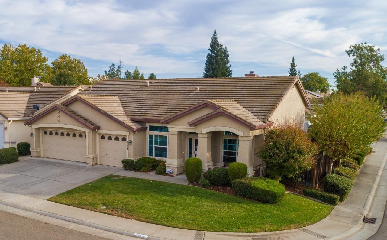 Photo of 9258 Lakemont Drive, Elk Grove, CA 95624 (MLS # 221129625)