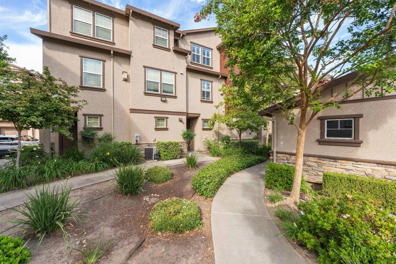 Photo of 12400 Fair Oaks Boulevard #412, Fair Oaks, CA 95628 (MLS # 221129626)