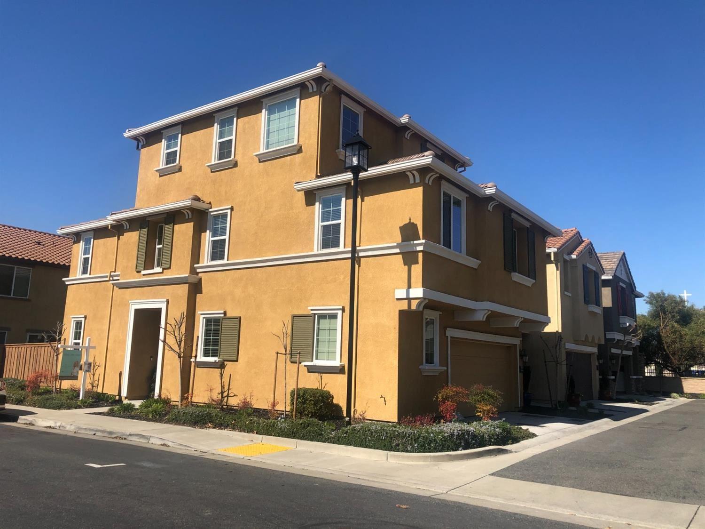 Photo of 2060 Camino Real Way, Roseville, CA 95747 (MLS # 221010655)
