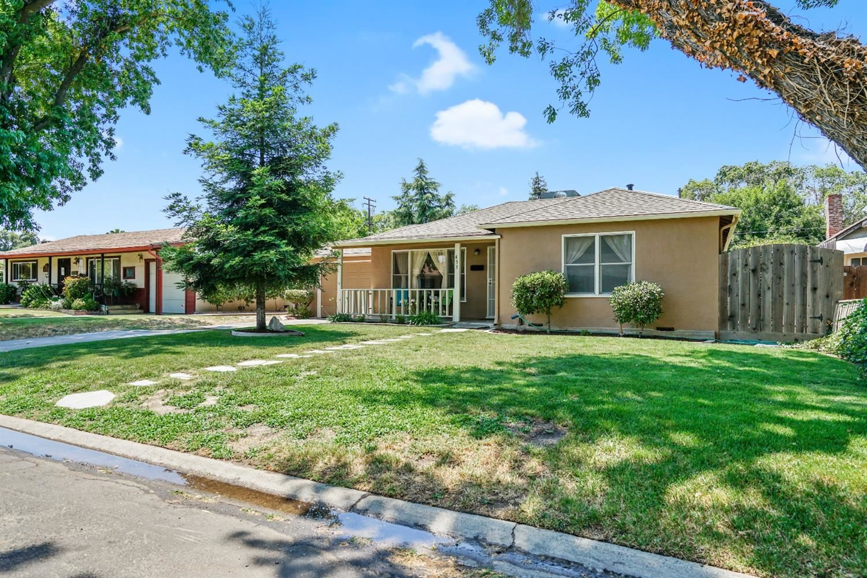 Photo of 433 Oakshire Avenue, Modesto, CA 95354 (MLS # 221071656)