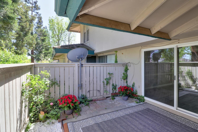 Photo of 107 Roundtree Court, Sacramento, CA 95831 (MLS # 221035662)