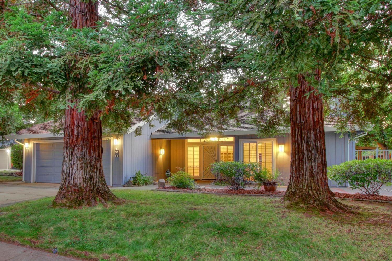 Photo of 128 Oak Mill Road, Folsom, CA 95630 (MLS # 221116682)