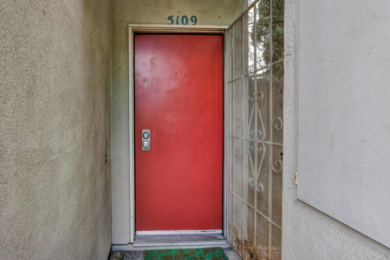 Photo of 5109 Griffin Oaks Lane, Sacramento, CA 95841 (MLS # 221012685)