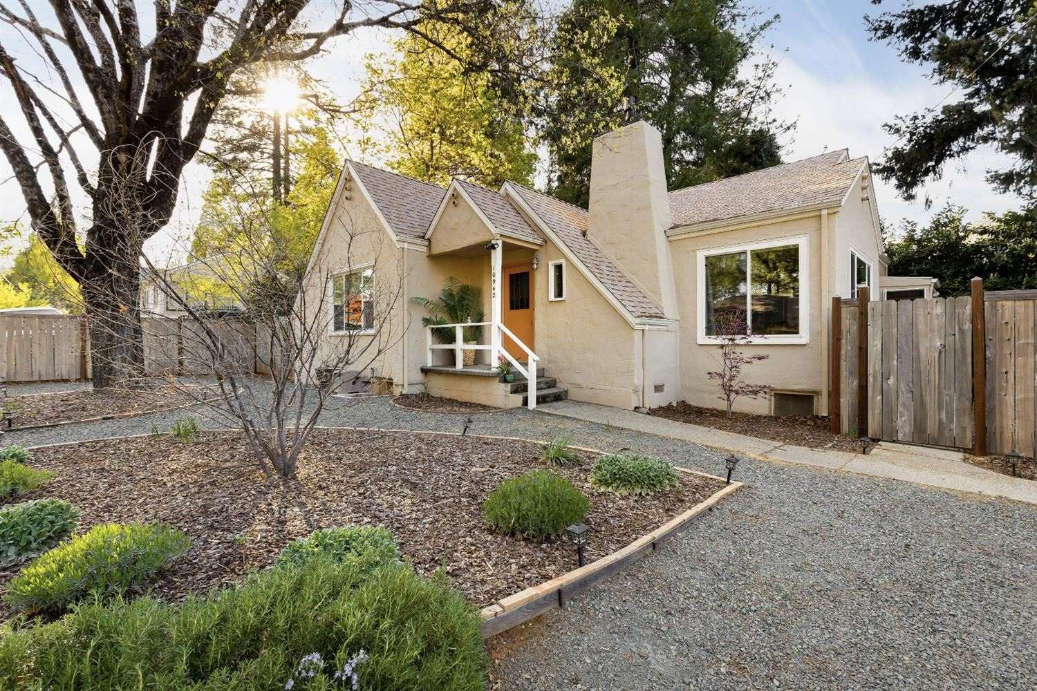 Photo of 10942 Sunrise Heights, Grass Valley, CA 95945 (MLS # 221031700)