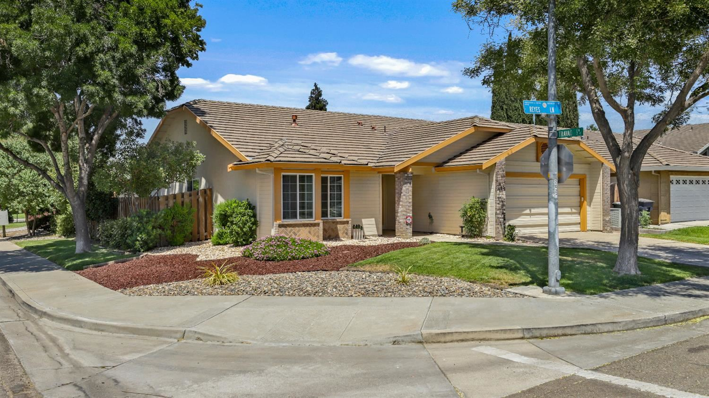 1745 Reyes Lane, Tracy, CA 95376 - MLS#: 221071703
