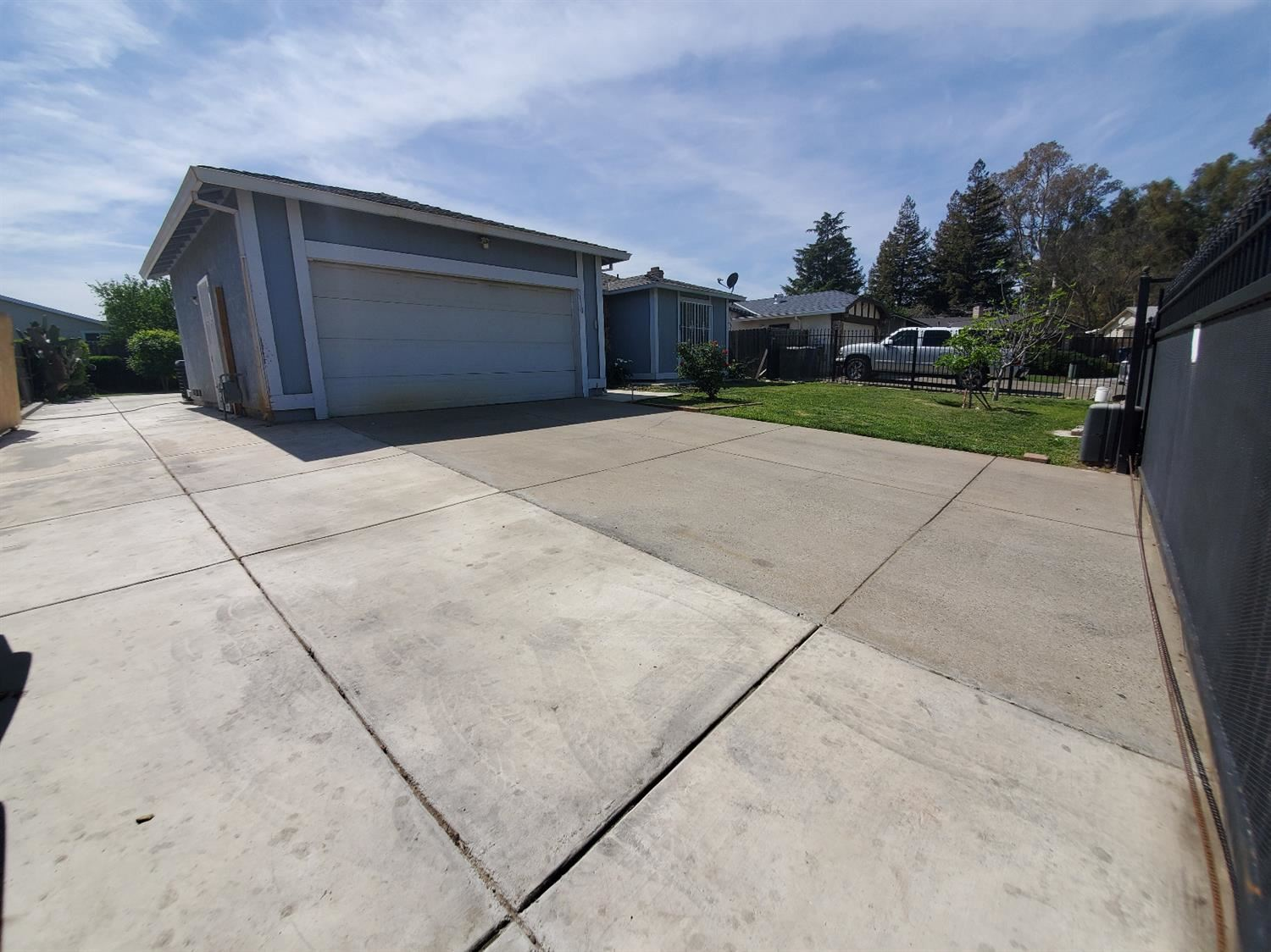 Photo of 3910 Cottontail Way, Sacramento, CA 95823 (MLS # 221033722)