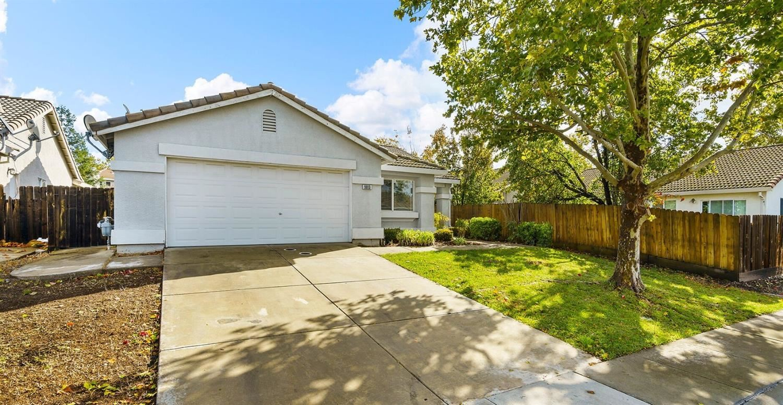Photo of 9813 Orino Court, Elk Grove, CA 95757 (MLS # 221133731)