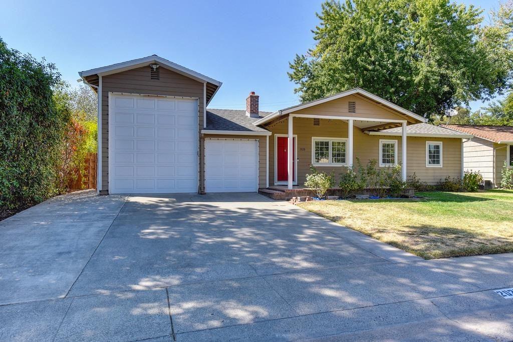Photo of 2020 Farnsworth Way, Rancho Cordova, CA 95670 (MLS # 221114736)