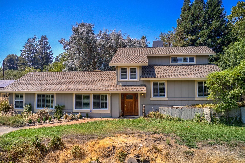 Photo of 8637 Winding Way, Fair Oaks, CA 95628 (MLS # 221109743)