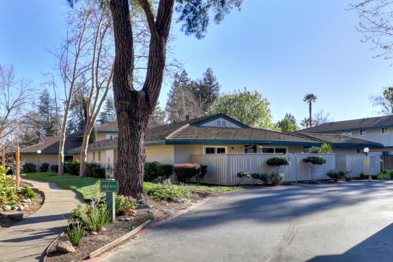Photo of 816 Roundtree Court, Sacramento, CA 95831 (MLS # 221010755)