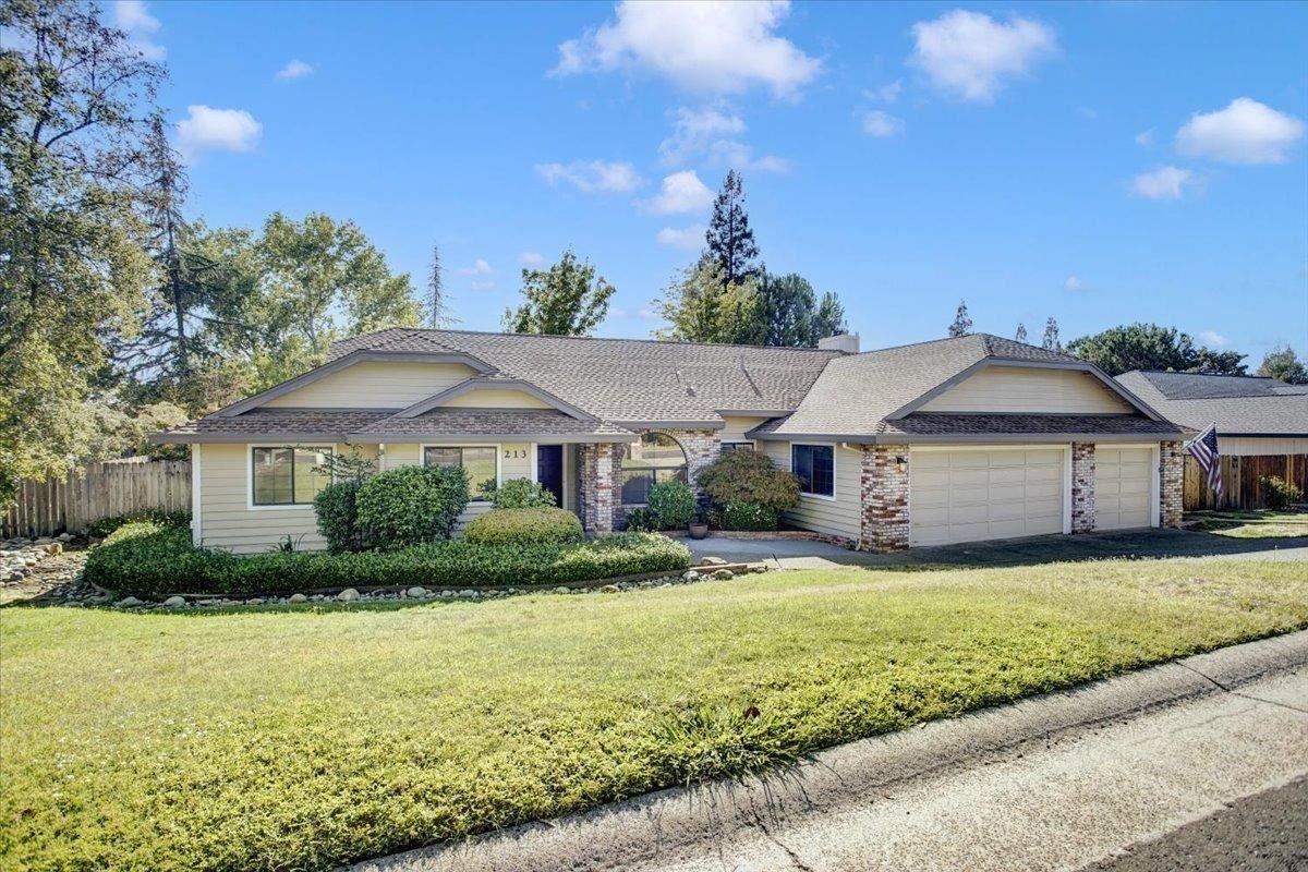 Photo of 213 Cimmaron Circle, Folsom, CA 95630 (MLS # 221113770)