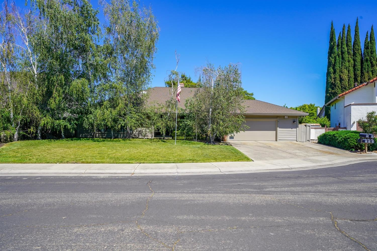 Photo of 1717 Fluetsch Court, Stockton, CA 95207 (MLS # 221049778)