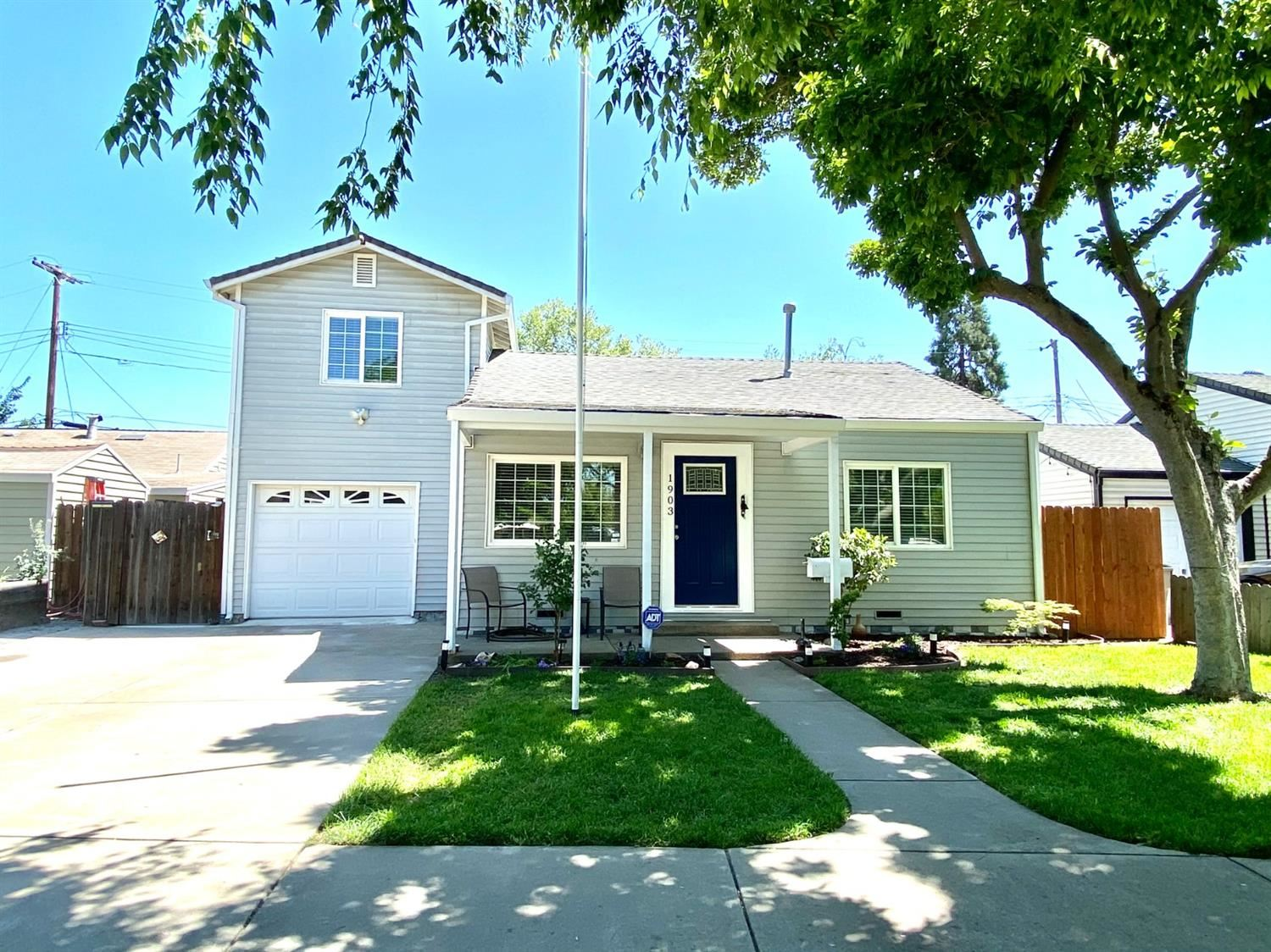 Photo of 1903 Vermont Avenue, West Sacramento, CA 95691 (MLS # 221036784)