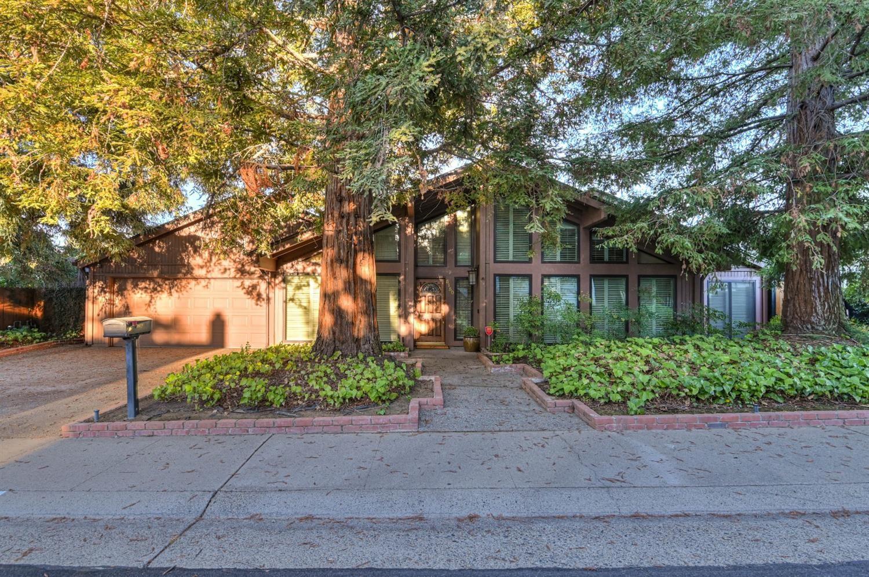 Photo of 5150 Sunrise Hills Drive, Fair Oaks, CA 95628 (MLS # 221116784)