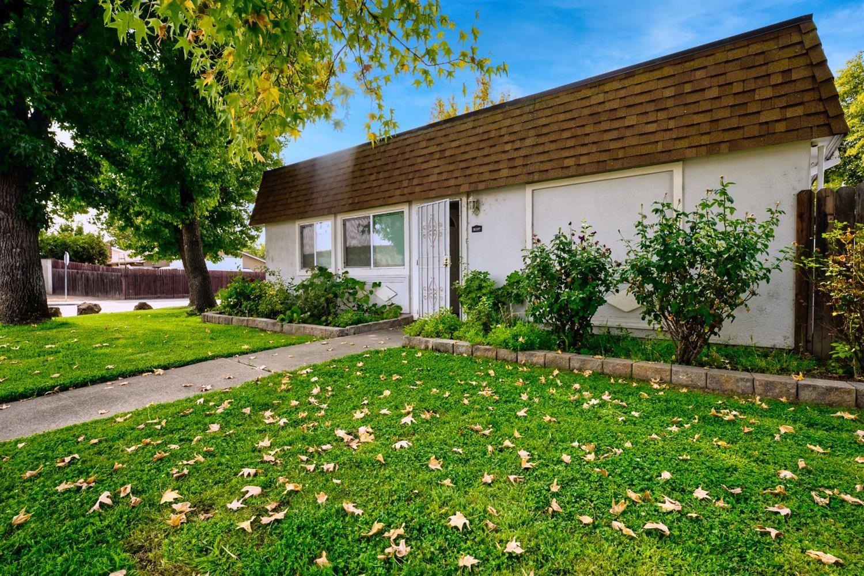 Photo of 6337 Seyferth Way, Sacramento, CA 95823 (MLS # 221124794)