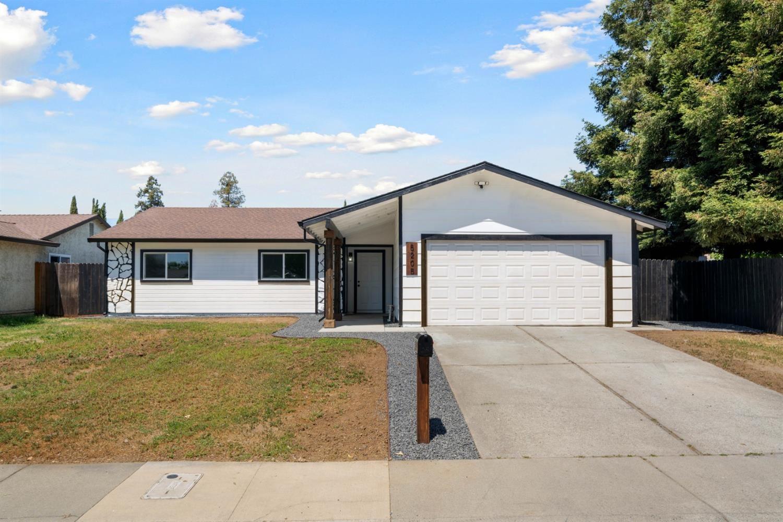 Photo of 5205 Village Elm Drive, Sacramento, CA 95823 (MLS # 221037801)