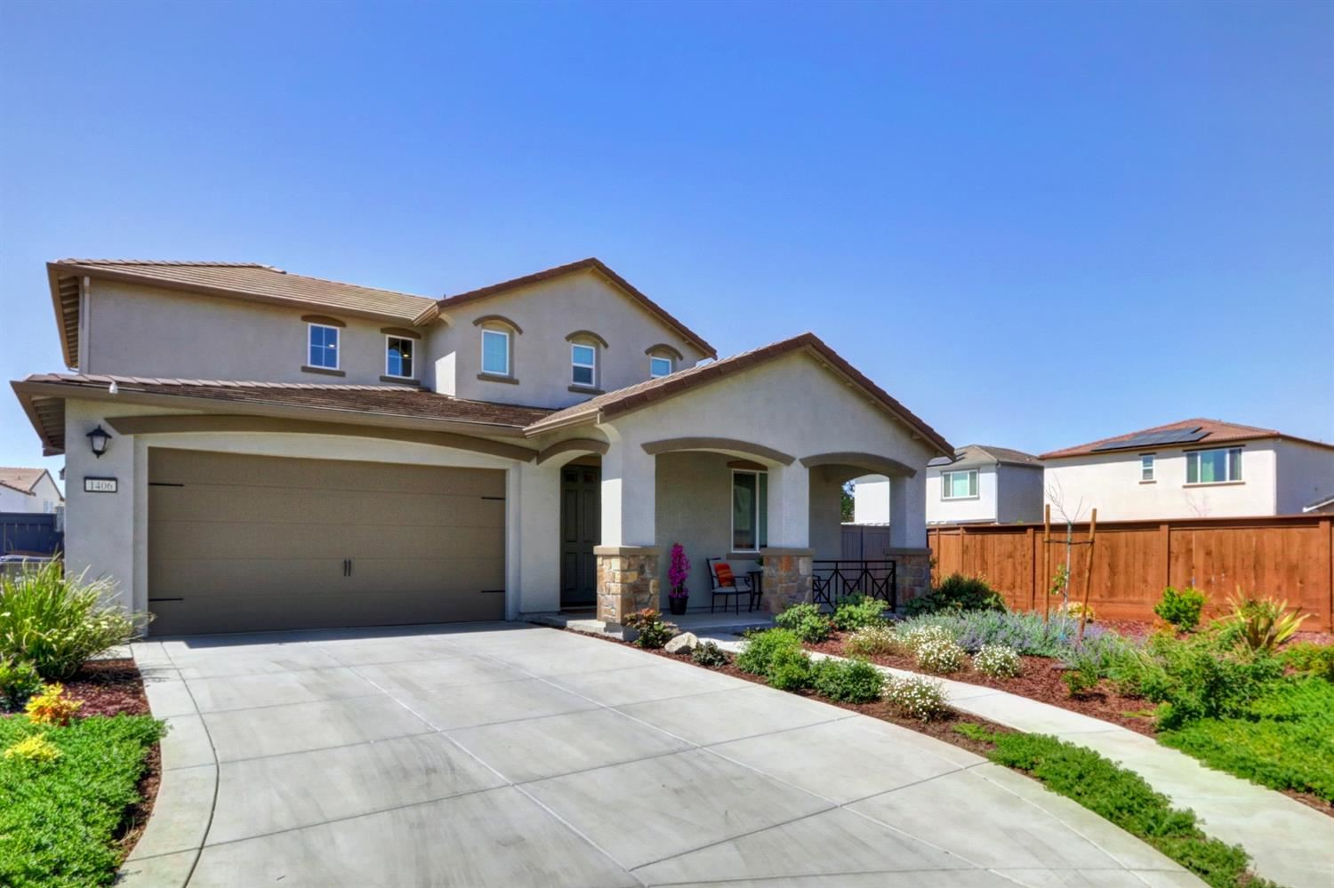 Photo of 1406 Roth Place, Woodland, CA 95776 (MLS # 221030802)