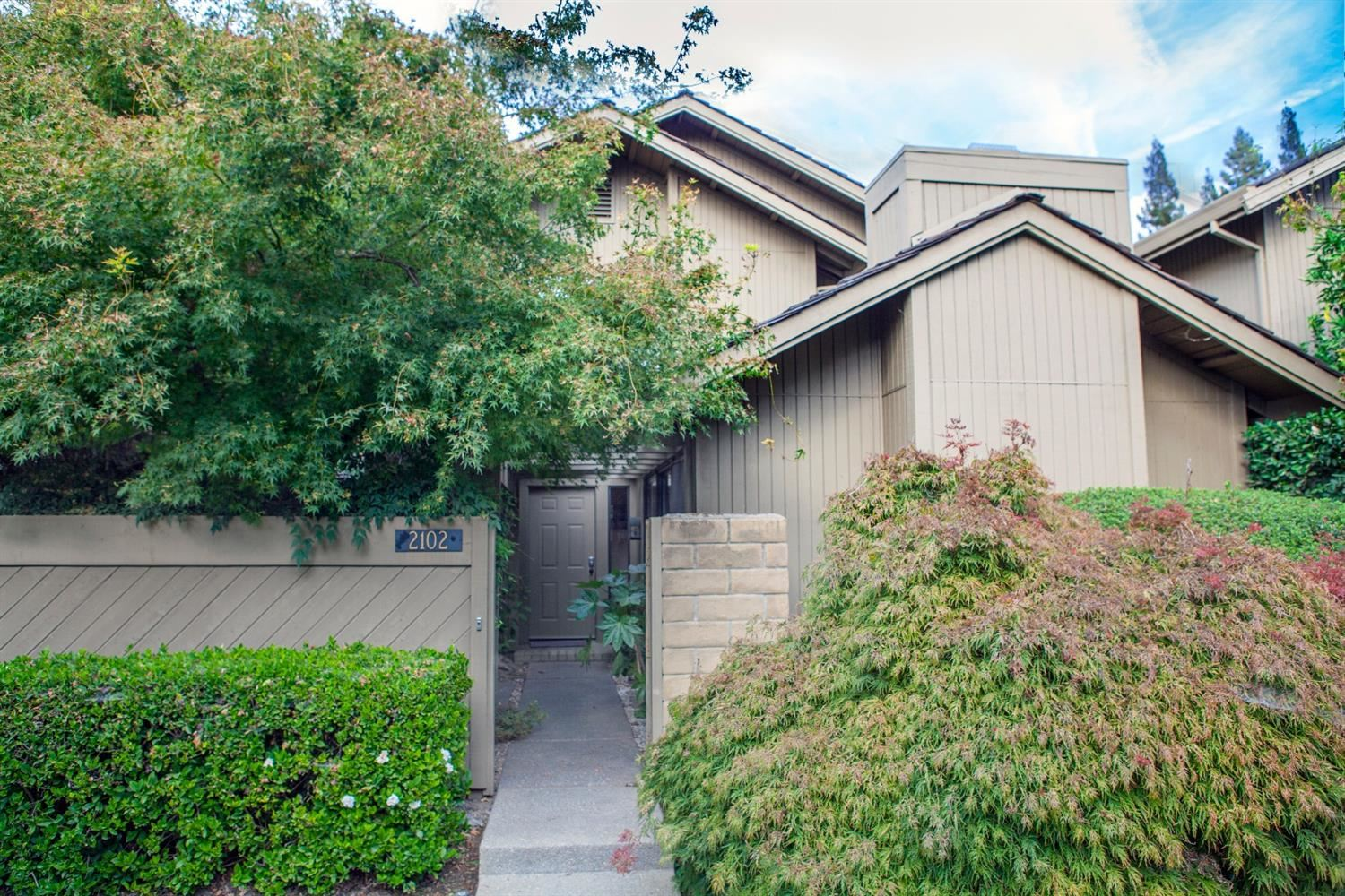 Photo of 2102 Promontory Point Lane, Rancho Cordova, CA 95670 (MLS # 20062811)