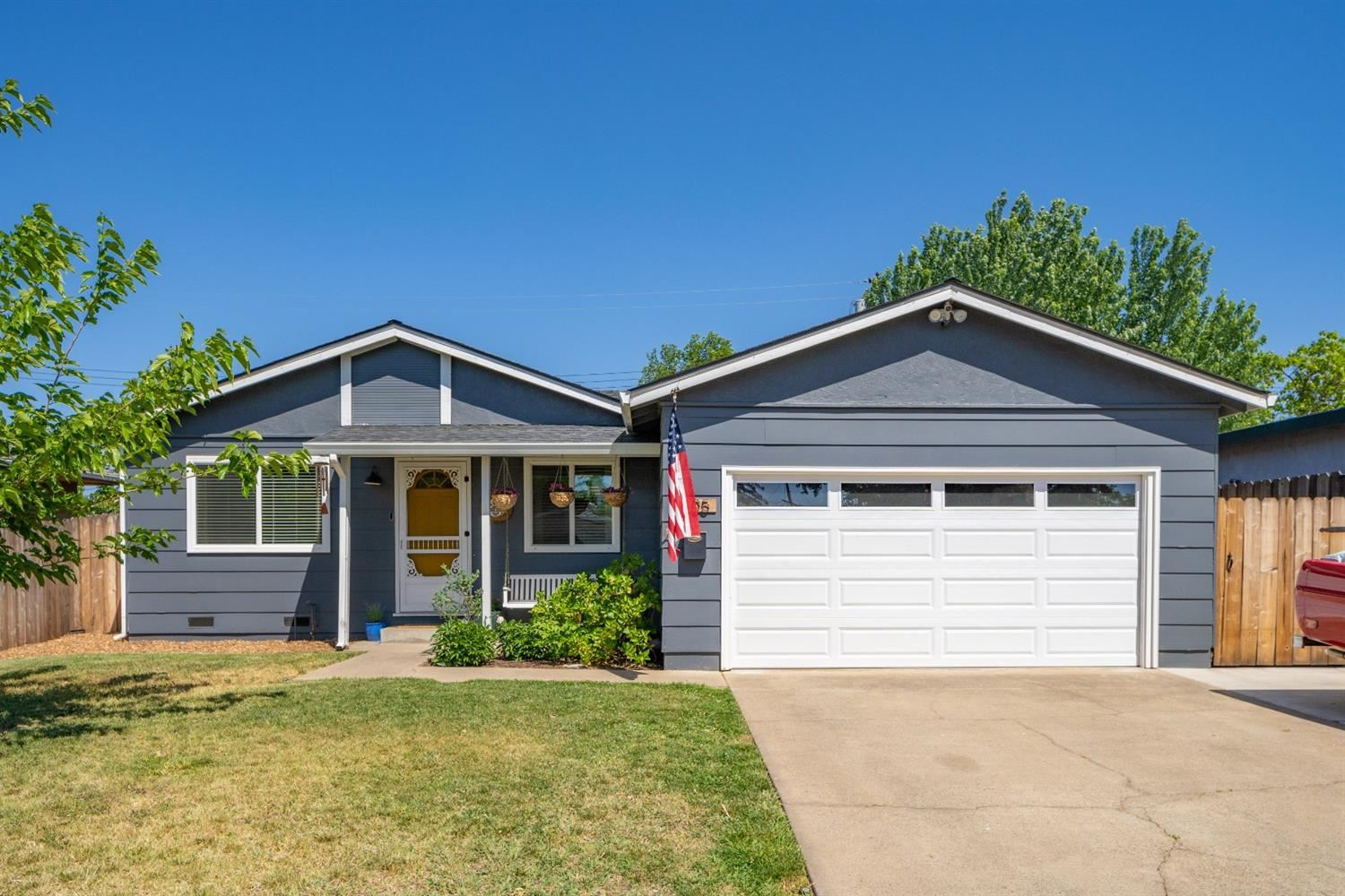 Photo of 305 Brentwood Road, Roseville, CA 95678 (MLS # 221044841)