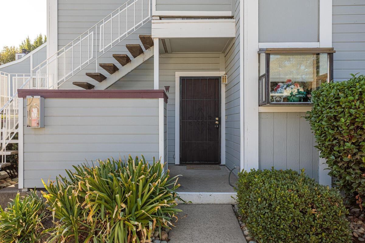 Photo of 7417 Auburn Oaks Court #W, Citrus Heights, CA 95621 (MLS # 20062845)
