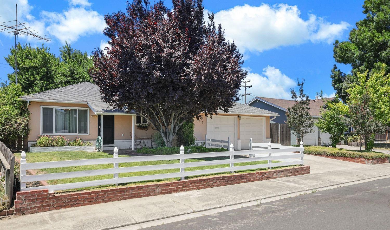Photo of 315 Roosevelt Avenue, Manteca, CA 95336 (MLS # 221037848)