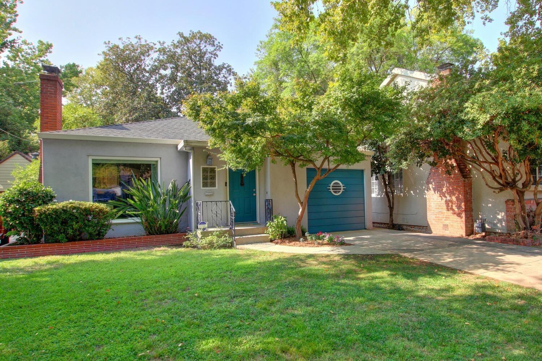 Photo of 2024 5th Avenue, Sacramento, CA 95818 (MLS # 221117851)