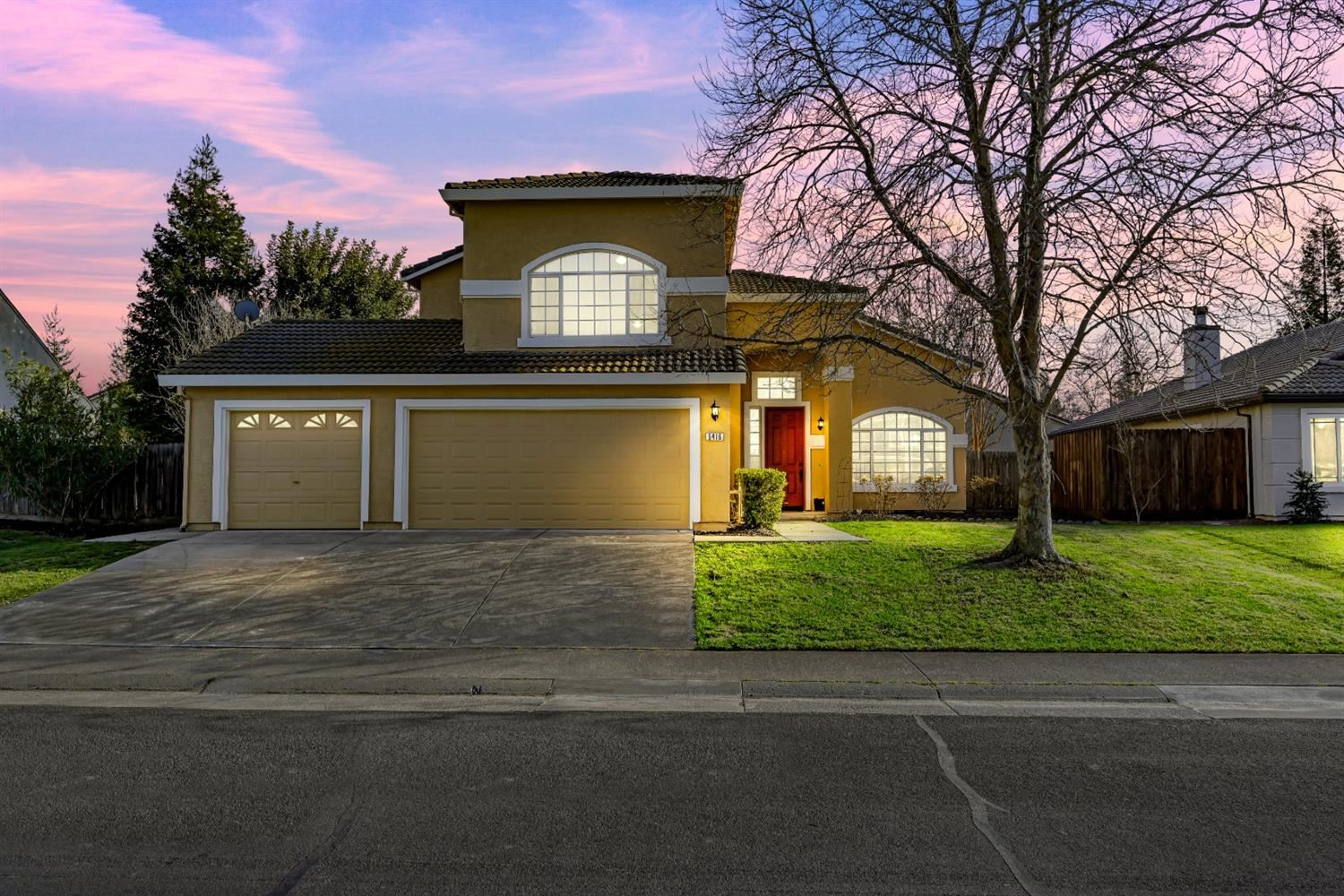Photo of 6416 Kilconnell Drive, Elk Grove, CA 95758 (MLS # 221014870)