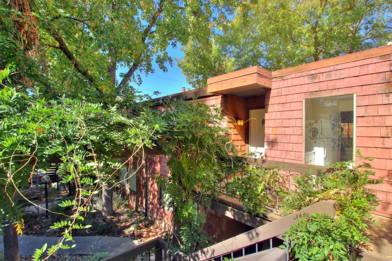 Photo of 724 Woodside Lane #10, Sacramento, CA 95825 (MLS # 221133906)