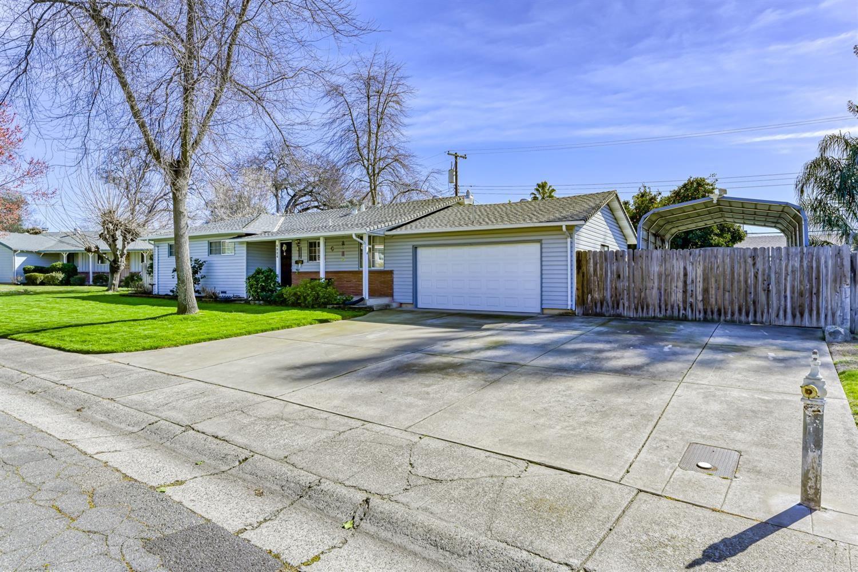 Photo of 8824 Piedra Way, Fair Oaks, CA 95628 (MLS # 221011908)