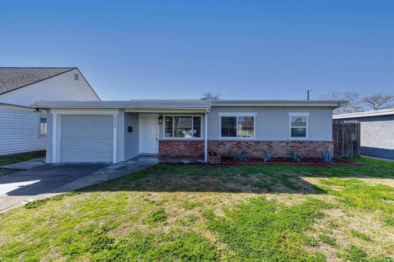 Photo of 2028 Ernest Way, Sacramento, CA 95825 (MLS # 221013926)