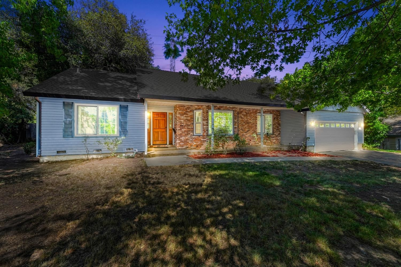 Photo of 158 Southcreek Circle, Folsom, CA 95630 (MLS # 221102933)