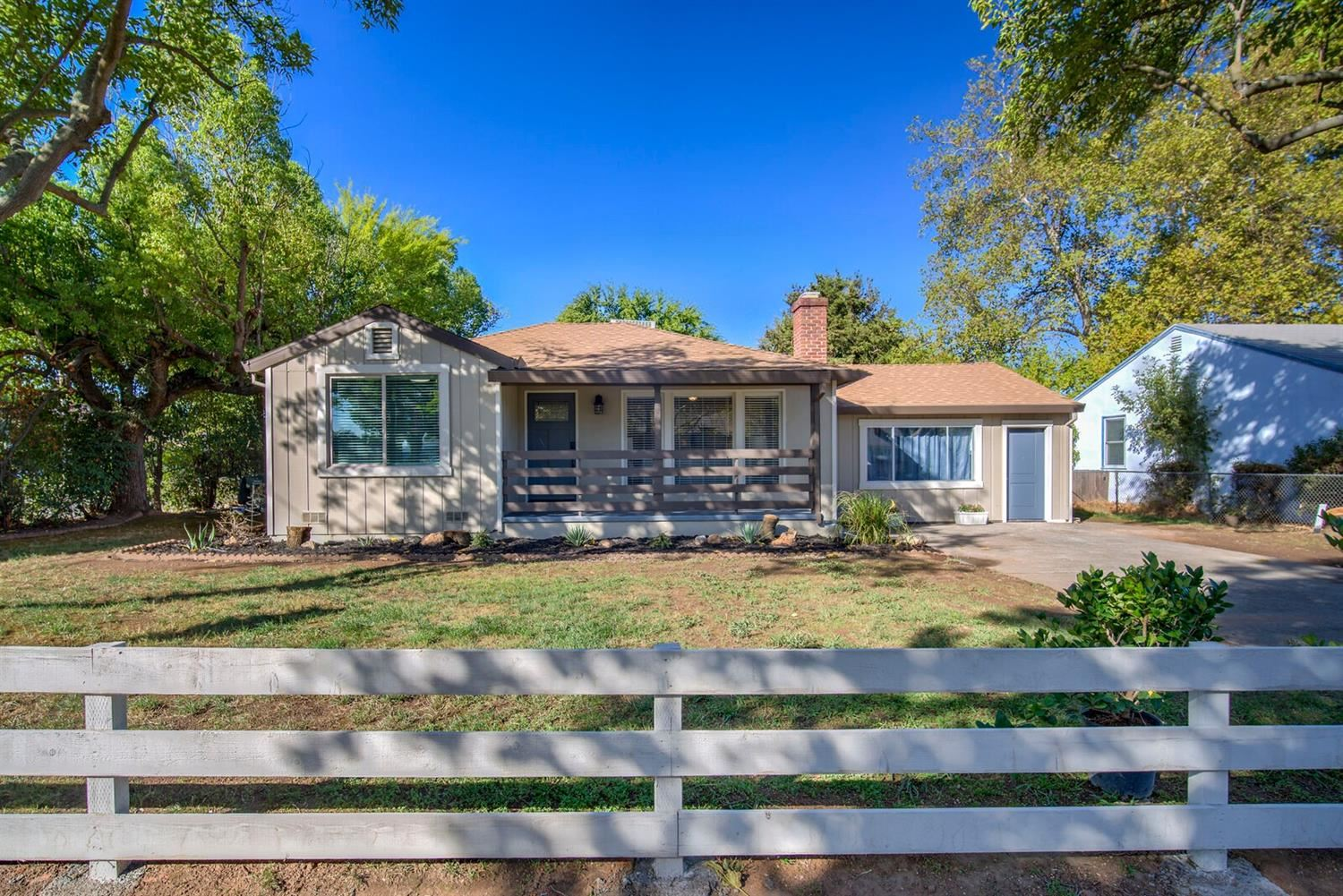 Photo of 2501 Roslyn Way, Sacramento, CA 95821 (MLS # 20063940)
