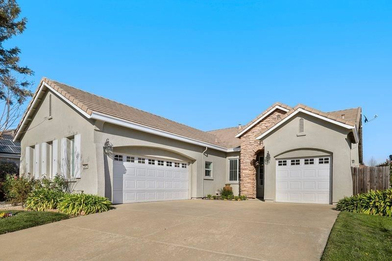 Photo of 2463 Lone Pine Court, West Sacramento, CA 95691 (MLS # 221012958)