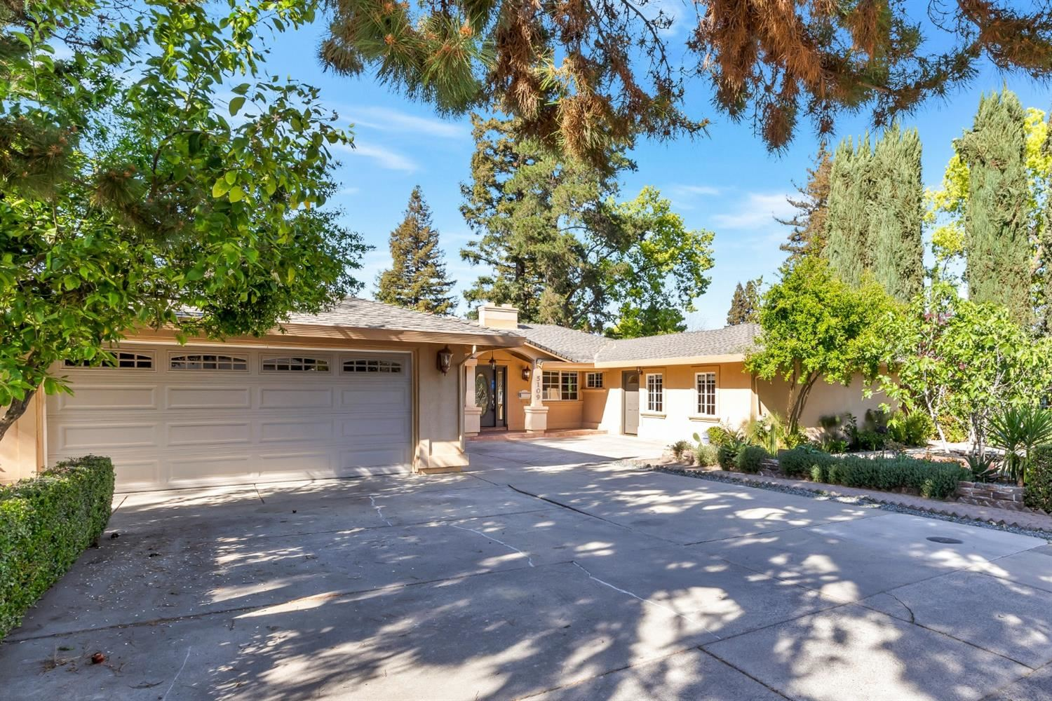 Photo of 5109 Locust Avenue, Carmichael, CA 95608 (MLS # 221029960)