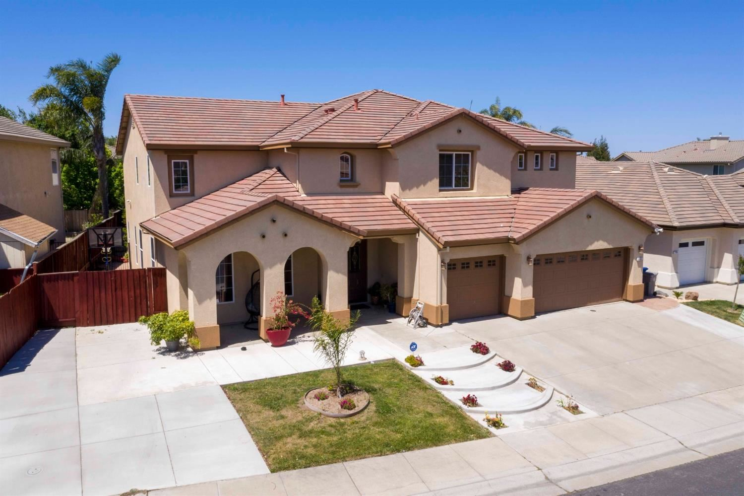 Photo of 120 Shrike, Sacramento, CA 95834 (MLS # 221048963)