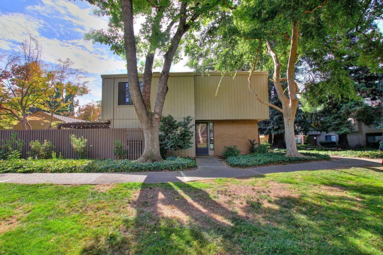 Photo of 1236 Vanderblit Way, Sacramento, CA 95825 (MLS # 221128964)