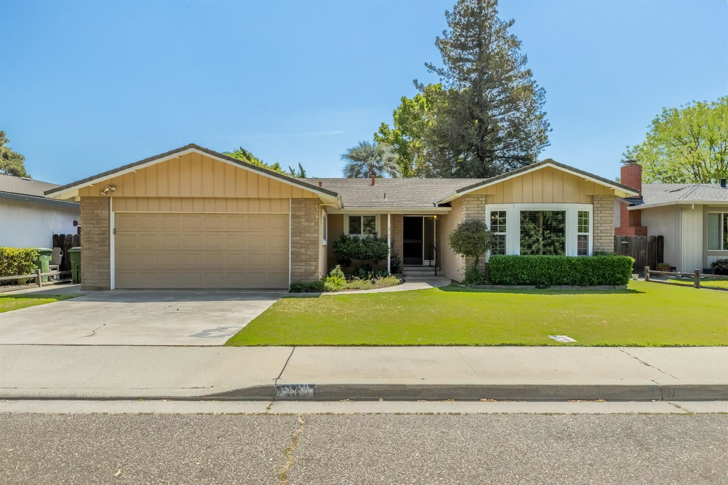 Photo of 2160 Christine Way, Turlock, CA 95380 (MLS # 221048969)