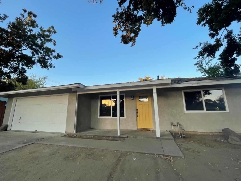 Photo of 412 BOOTJACK Way, Modesto, CA 95351 (MLS # 221089986)