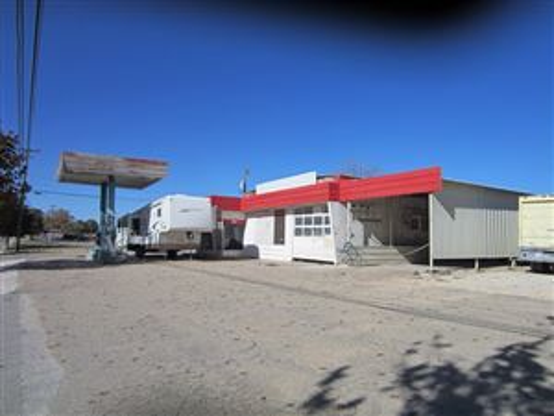 Photo of 606 N Crockett Ave, Sonora, TX 76950 (MLS # 90116)