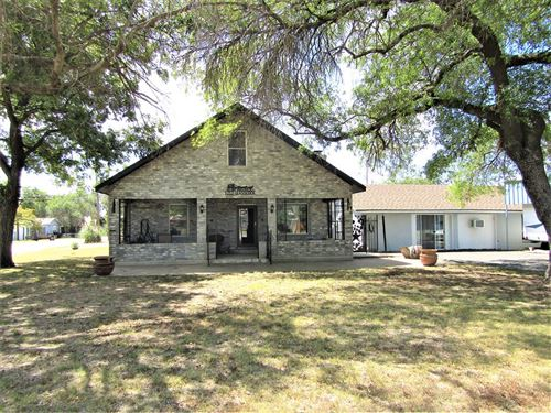Photo of 1212 Glasscock Ave, Sonora, TX 76950 (MLS # 105979)