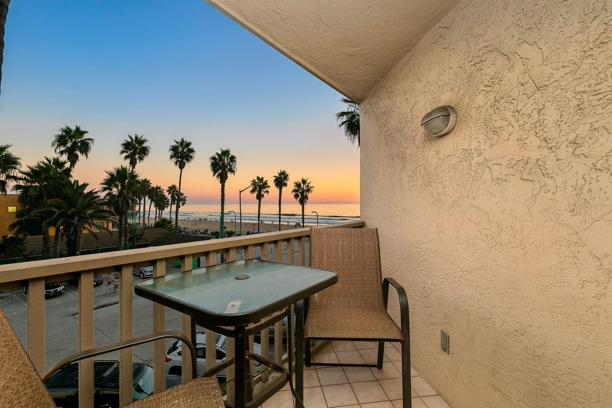 Photo for 4465 Ocean Blvd. 34, San Diego, CA 92109 (MLS # 200049008)