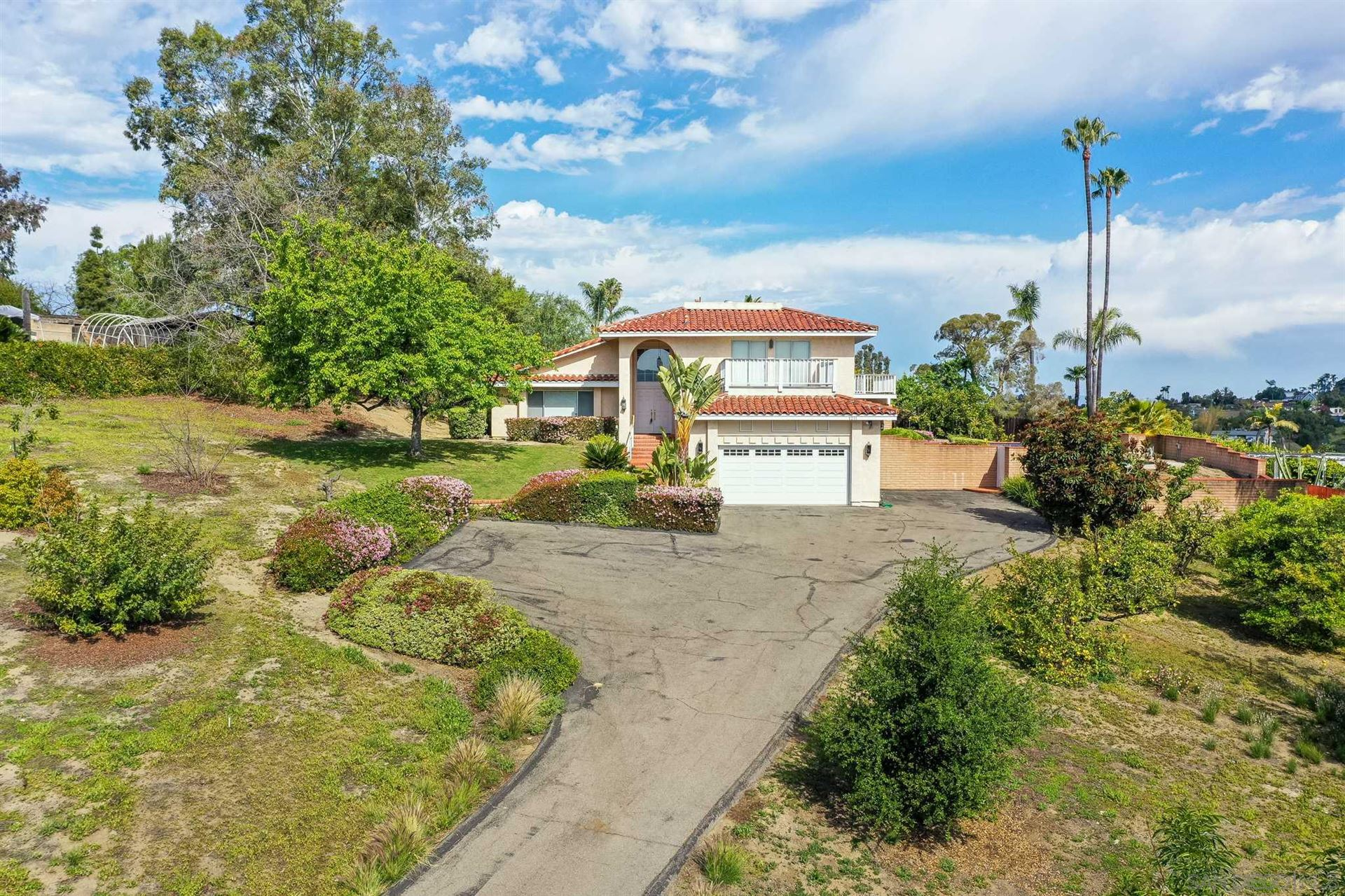 Photo of 1211 Clarence Dr, Vista, CA 92084 (MLS # 210009014)