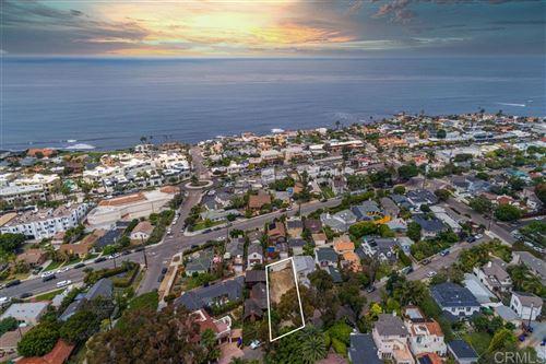 Photo of 5522 Beaumont Ave, La Jolla, CA 92037 (MLS # 200030015)