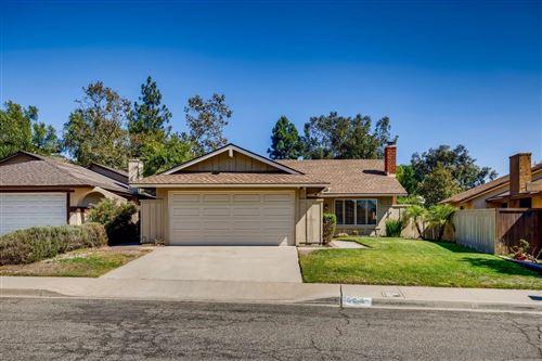 Photo of 408 Sunridge Pl, Escondido, CA 92026 (MLS # 210027034)