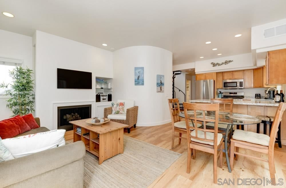 Photo for 822 Ostend Ct., San Diego, CA 92109 (MLS # 210010052)